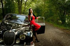 Lady in red with oldtimer and martini glas Model Dollycrow E Type, Martini, Lady In Red, Bodycon Dress, My Favorite Things, Model, Vintage, Dresses, Fashion