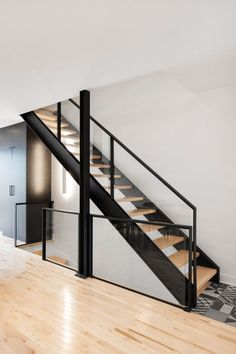 Meet your new neighbors: minimal town houses with personality . - Meet your new neighbors: minimal town houses with personality … – Glasgeländer FP – - Railing Design, Staircase Design, Stair Railing, Modern Stairs Design, Railing Ideas, Railings, Black Stairs, Metal Stairs, Floating Staircase