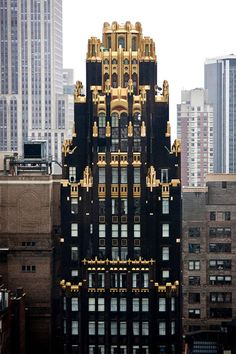 The American Radiator Building. 40 West Street, in midtown Manhattan, New York City. By architects John Howells and Raymond Hood in 1924 and built for the American Radiator and Standard Sanitary Company. Beautiful Architecture, Beautiful Buildings, Modern Architecture, Arte Art Deco, Art Deco Era, Manhattan New York, Bryant Park Hotel, Art Nouveau, Old Houses