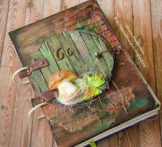 Блокнот формата А5, в нем 4 двусторонних разделителя. Есть клечатые листики, есть тонированные в кофе и просто беленькие. На каждом разделителе есть картинка с грибами :) Ну а дерево - на обложке. А еще очень понравилось делать кирпичную стену, так просто хаотично при помощи текстурной пасты.  Красота нереальная, много фото  my creative career: Грибной блокнот | Notebook with mushrooms
