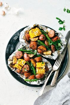 Foil Pack Sausage and Veggies! Easy Tin Foil Pack Garlic Butter Sausage and Vegg. - Foil Pack Sausage and Veggies! Easy Tin Foil Pack Garlic Butter Sausage and Vegg… – RECIPES to - New Recipes, Dinner Recipes, Favorite Recipes, Healthy Recipes, Healthy Foods, Healthy Sugar, Water Recipes, Paleo Dinner, Indian Recipes