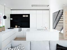 White kitchen, black details in Honka Markki house. Küchen Design, Interior Design, Minimal Design, Log Homes, Kitchen Dining, Architecture Design, Sweet Home, Kitchens, Kitchen Black