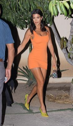 Kourtney Kardashian stands out in apricot Versace dress in Mexico Orange you glad to see me? Kourtney Kardashian certainly looked ready for a night of fun a… Khloe Kardashian, Estilo Kardashian, Robert Kardashian, Kortney Kardashian Hair, Kardashian Dresses, Kardashian Kollection, Vestidos Versace, Orange Bodycon Dress, Orange Dress