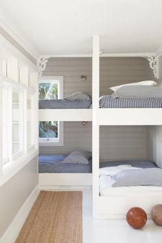 love this for bed idea.Sydney-based designer Justine Hugh-Jones bunk room for a beach house.just minus the gingerbread detailing. Bunk Beds Built In, Kids Bunk Beds, Corner Bunk Beds, L Shaped Bunk Beds, Queen Bunk Beds, Loft Beds, Ideas Terraza, Home Design, Interior Design