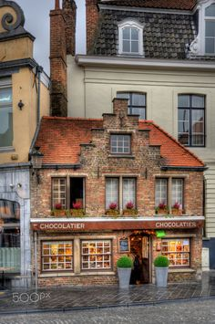 Delightful shop in Ghent, a city and a municipality located in the Flemish region of Belgium. Beautiful World, Beautiful Homes, Beautiful Places, Beautiful Architecture, Beautiful Buildings, Store Fronts, Places To Visit, Around The Worlds, Cottage