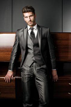 #trajesparanovios chicos guapos de verdad los trajes son tendencia elegantes en cualquier evento ropa chic barcelona moda