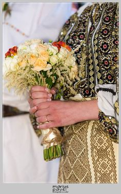 Romanian Wedding, Folk Embroidery, Embroidery Designs, Popular Costumes, Folk Costume, Folk Art, Beautiful Dresses, Arts And Crafts, Traditional Weddings