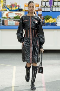 Chanel Fall Winter 2014/15 Fashion Show