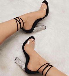 Últimos  do Dia  #modafemenina #modachique #calçados #sapatofemininos #estilofeminino