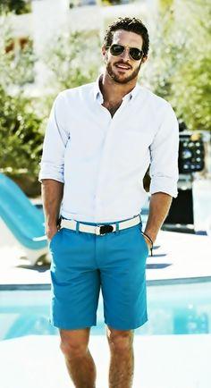 Bermuda e camisa.