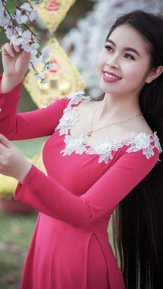 Long Dress Fashion, Indian Fashion Dresses, Indian Designer Outfits, Designer Dresses, Dress Neck Designs, Stylish Dress Designs, Stylish Dresses, Vietnamese Traditional Dress, African Traditional Dresses