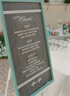 Utiliza  una gran pizarras en tu boda para las bebidas