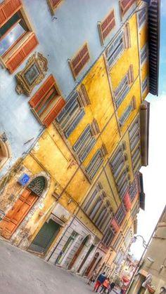 Noi siamo qui, lungo la Via dello Shopping di Spoleto. Grazie a @damianildo9 per la spelndida foto!
