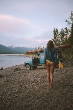 modern adventure, travel, and outdoor lifestyle photography School Bus Camper, Camper Life, Vw Bus, Volkswagen, Trucks And Girls, Car Girls, Camping 3, Bus Girl, Hiking Photography