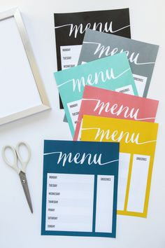 FREE Printable Dry Erase Menu Board to help you organize your weekly meal planning -- Tatertots and Jello Chalkboard Drawings, Chalkboard Art, Printable Menu, Free Printables, Printable Recipe, Printable Templates, Family Command Center, Menu Boards, Menu Planners