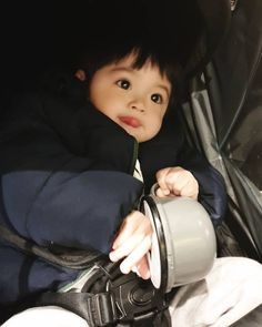 Cute Baby Boy, Cute Little Baby, Little Babies, Baby Kids, Cute Asian Babies, Korean Babies, Asian Kids, Cute Kids Pics, Cute Baby Videos