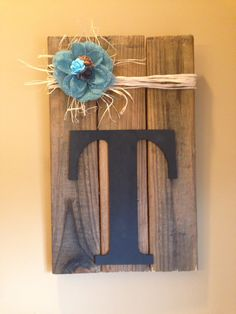 Last name initial wood pallet sign with raffia or burlap. by BMTCrafts on Etsy https://www.etsy.com/listing/229744595/last-name-initial-wood-pallet-sign-with