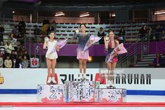 ニュース写真 : Satoko Miyahara of Japan, Evgenia Medvedeva and...