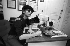 #JohnLennon signing copies of Double Fantasy, 1980 via @corinne1382