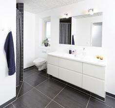Badeværelse fra et af vores huse. Få endnu mere inspiration på www.huscompagniet.dk