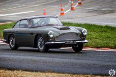 #Aston_Martin #DB4.  Voiture photographiée par Julien aux Coupes de Printemps à #Montlhéry. Issu du reportage : http://newsdanciennes.com/2015/03/29/grand-format-news-danciennes-aux-coupes-de-printemps/