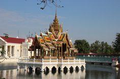 Du willst die faszinierende thailändische Hauptstadt Bangkok für ein paar Tage besuchen und weißt nicht was alles ansehen? Dann lass dich auf meiner Blogseite inspirieren und hole dir wichtige Infos und Tipps! Bangkok, Thailand, Big Ben, Travel, Round Trip, Couple, Viajes, Tips, Destinations