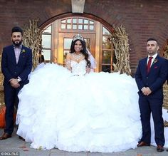 A dress weighing made from of tubing, of fabric, and at least hand-sewn crystals, has made history on My Big Fat American Gypsy Wedding Worst Wedding Dress, Ugly Wedding Dress, Big Wedding Dresses, Big Dresses, Traditional Wedding Dresses, Gypsy Dresses, Wedding Dress Sizes, Designer Wedding Dresses, Worst Wedding Photos
