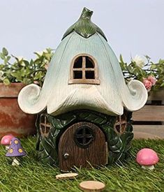 Fairy Flower House Gorgeous fairy house with a flower roof. Smurf House, Gnome House, Clay Projects, Clay Crafts, Diy And Crafts, Clay Fairy House, Fairy Garden Houses, Polymer Clay Fairy, Fairy Crafts