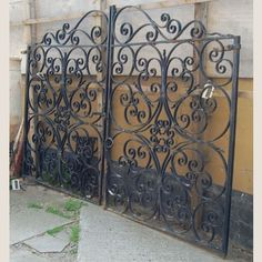 old iron gate - i'd like to use this for a gate in my house! I bet an old salvage yard would have some old scrap gates! Wrought Iron Garden Gates, Wrought Iron Decor, Front Gates, Entrance Gates, Rod Iron Fences, Old Gates, Driveway Gate, Architectural Antiques, Iron Work