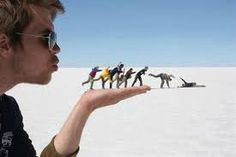 Forced Perspective Photography, Group Photography, Creative Photography, Amazing Photography, Photography Tricks, Funny Photography, Outdoor Photography, Nature Photography, Beach Pictures