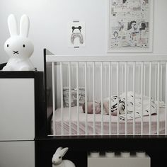 Baby nursery- Black & White Kids Rooms - Petit & Small