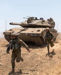 Idf Women, Tank Armor, Military Armor, Model Tanks, Armored Fighting Vehicle, Battle Tank, World Of Tanks, Military Service, Military Equipment