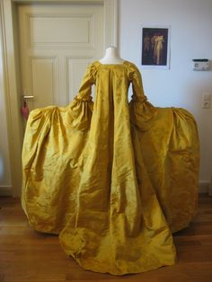 https://flic.kr/p/c3sTQJ | Robe à la francaise | This is a recreation of a Georgian court-gown worn over very wide paniers. It is made of pure silk damask.