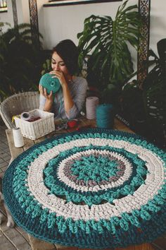 Crochet Rug Patterns T Shirt Yarn Doilies 58 Ideas Crochet Diy, Crochet Home Decor, Love Crochet, Crochet Doilies, Crochet Geek, Crochet Rugs, Yarn Projects, Crochet Projects, Mandala Rug