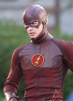 A closer look at the CW television version of The Flash Costume in this First Shots Of Grant Gustin Wearing 'The Flash' Costume on Celebrity Buzz.