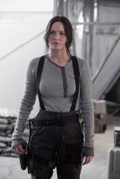 New still of Katniss Everdeen in Mockingjay Part 2 - Jennifer Lawrence The Hunger Games, Hunger Games Catching Fire, Hunger Games Trilogy, Katniss Everdeen, Katniss And Peeta, Mockingjay Part 2, Badass Women, Cosplay, Style