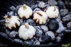 Aglio arrostito nella cenere (fire roasted garlic)