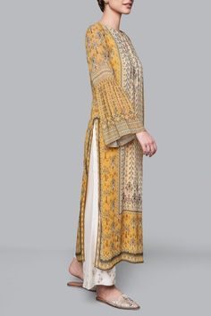 Shop from an exclusive range of luxurious wedding dresses & bridal wear by Anita Dongre. Simple Kurta Designs, Kurta Designs Women, Stylish Dress Designs, Designs For Dresses, Stylish Dresses, Casual Dresses, Pakistani Fashion Casual, Pakistani Dresses Casual, Indian Fashion Dresses