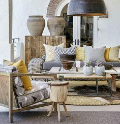 Nesta varanda, a designer de interiores sul-africana sumari Kridge faz uma rica mistura de estampas étnicas e de materiais naturais, como madeira e barro. O tapete vem da suazilândia, e a poltrona, da loja sul-africana skinny la Minx.