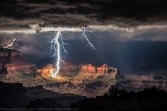 Foudre Spectaculaire sur le Grand Canyon - Chambre237