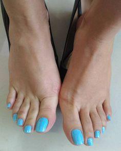 No photo description available. Blue Toe Nails, Pretty Toe Nails, Pretty Nail Colors, Sexy Nails, Sexy Toes, Pretty Toes, Fun Nails, Beautiful Nail Polish, Beautiful Toes