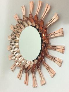 Mirror Crafts, Bathroom Crafts, Diy Mirror, Wall Mirror, Plastic Spoon Crafts, Plastic Spoons, Pop Bottle Crafts, Cutlery Art, Dollar Tree Decor