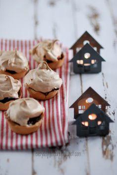 Mincemeat muffins w/ meringue tops
