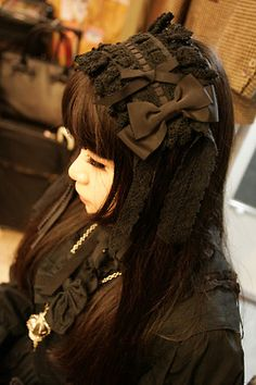 """Gothic Lolita - normally large headdresses can look quite amateur or """"ita"""" but this looks really opulent and elegant, especially with all of the same colour."""