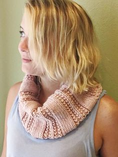 Textured Knit and Purl Cowl | AllFreeKnitting.com …