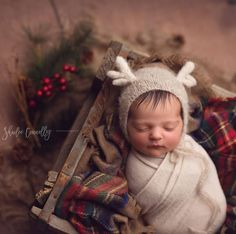 Christmas Newborn - Holiday Newborn Session - Newborn Portraits - Newborn Photographer - Baby Photography - Newborn Photography - Newborn Art Oh deer! 😊 My Little Knits Little Reindeer bonnet is available in Newborn and Sitter size. Newborn Photography Props, Newborn Photo Props, Newborn Session, Christmas Newborn Photography, Newborn Photographer, Newborn Photo Outfits, Newborn Twins, Newborn Christmas Pictures, Fall Newborn Pictures