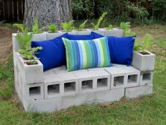 garden sofa Made some new sunbrella fabric cushions for my cinder block couch and added ostr Diy Outdoor Kitchen, Diy Patio, Backyard Patio, Backyard Landscaping, Patio Ideas, Cinder Block Bench, Cinder Block Garden, Cinder Blocks, Diy Outdoor Furniture