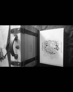 "1,490 Suka, 1 Komentar - Handmade Album & Custom Box (@kasmaran.id) di Instagram: "". . . #love #alhamdulillaah #weddingalbum #weddingbox #weddingindonesia #preweddingindonesia…"""