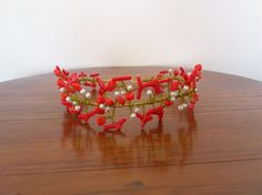 Tiara coral y perlas / MACALAR - Artesanio para bodas y fiestas comprala en www.artesanio.com/macalar
