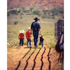 Small boys become big men through the influence of big men who care about small boys. Cute Family, Family Goals, Little Cowboy, Little Country Boys, Western Family Photos, Baby Pictures, Cute Pictures, Country Relationships, Farm Kids